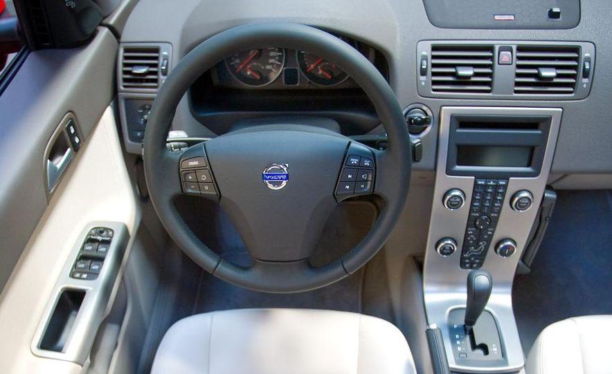 2009 Volvo XC90 interior - Slide 14
