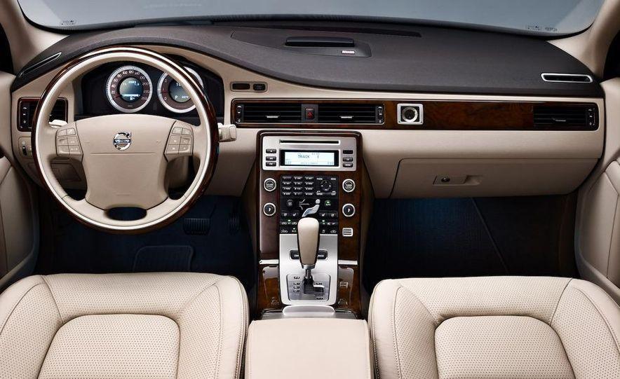 2009 Volvo XC90 interior - Slide 6