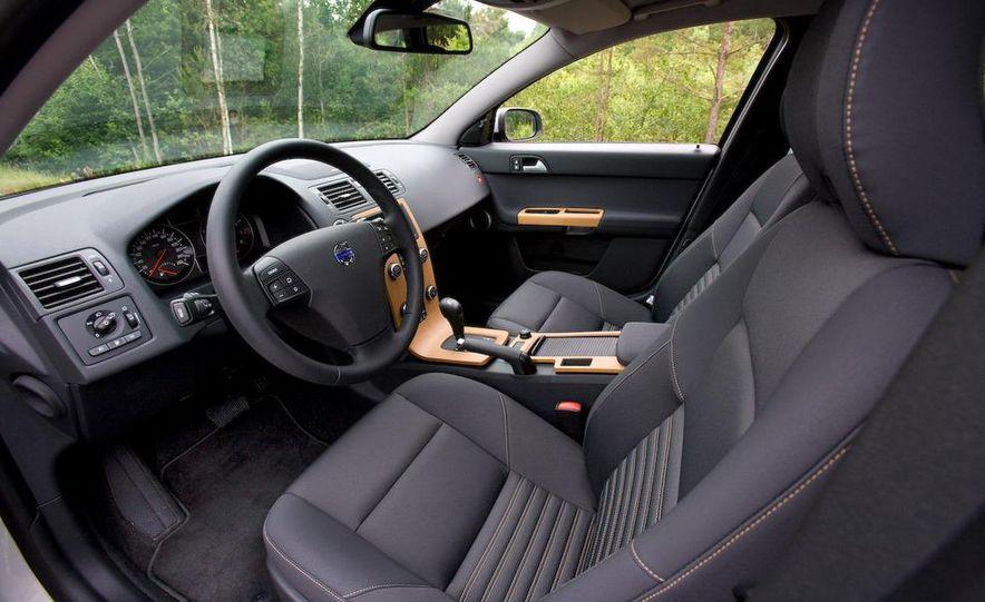 2009 Volvo XC90 interior - Slide 18