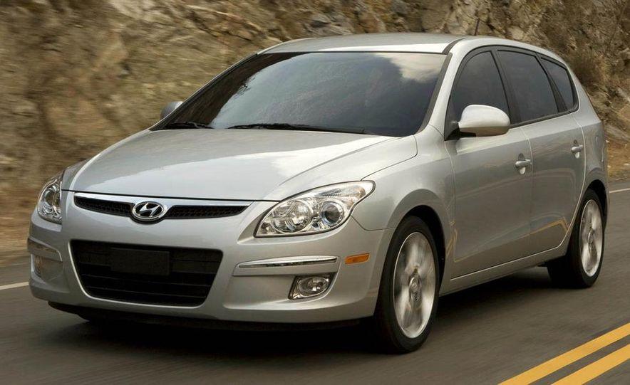 2009 Hyundai Elantra Touring - Slide 1