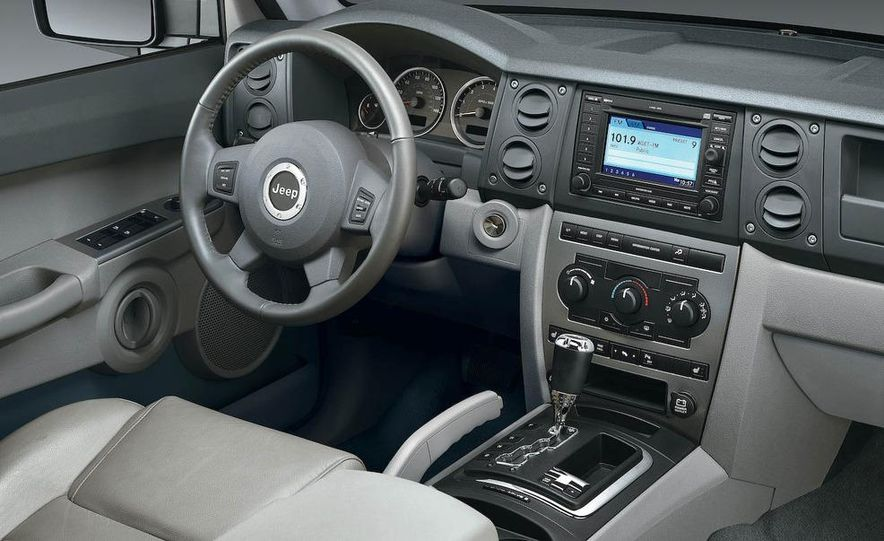 2008 Jeep Wrangler interior - Slide 13