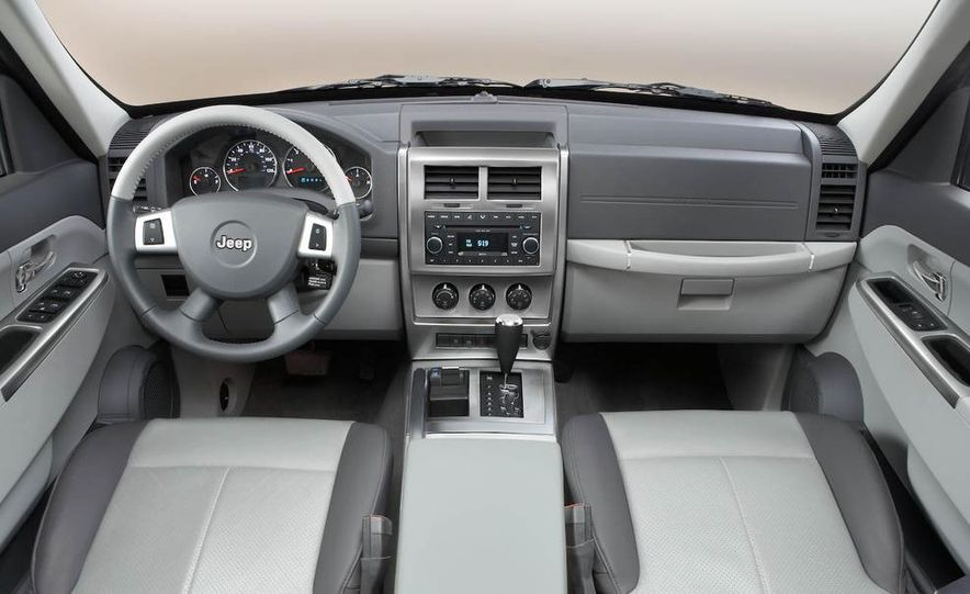 2008 Jeep Wrangler interior - Slide 22