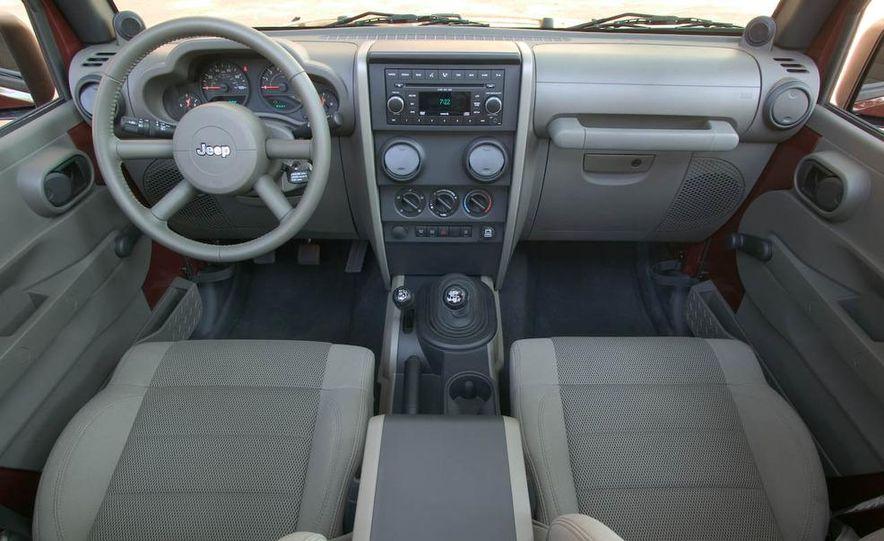 2008 Jeep Wrangler interior - Slide 1