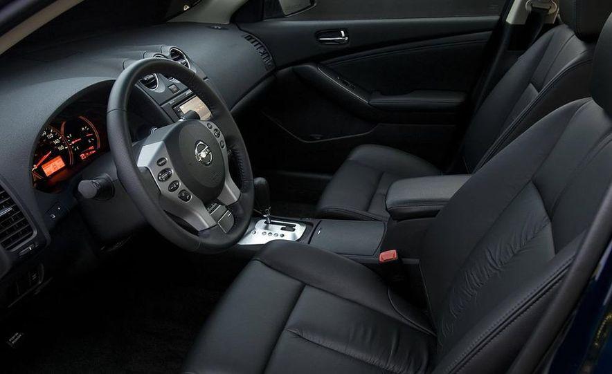 2009 Nissan Murano interior - Slide 21