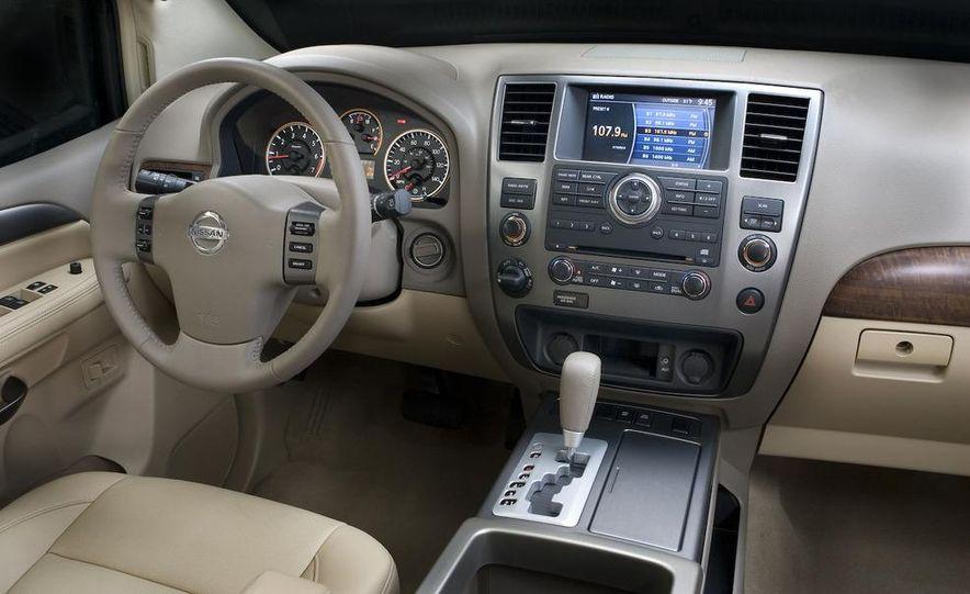 2009 Nissan Murano interior - Slide 5