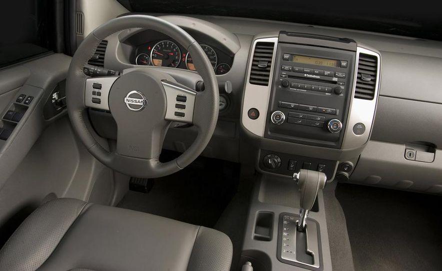 2009 Nissan Murano interior - Slide 16