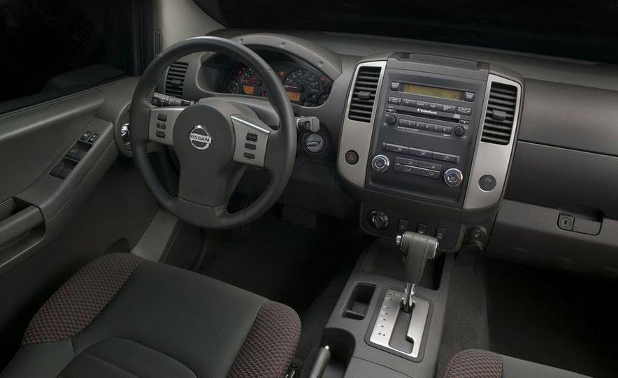 2009 Nissan Murano interior - Slide 20