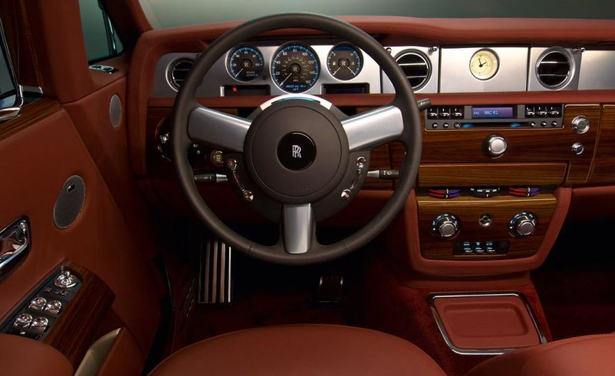 2008 Rolls-Royce Phantom Drophead Coupe interior - Slide 11