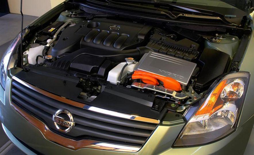 2008 Nissan Altima hybrid - Slide 4