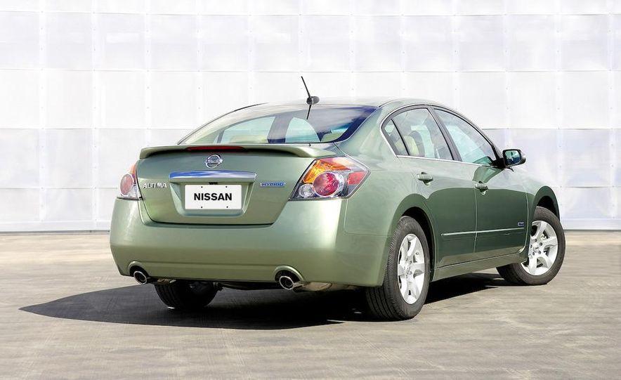2008 Nissan Altima hybrid - Slide 2