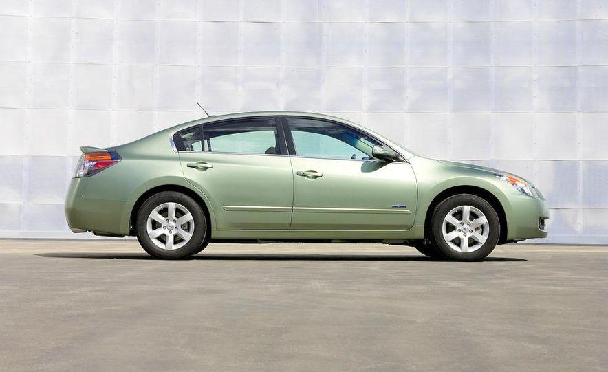 2008 Nissan Altima hybrid - Slide 3