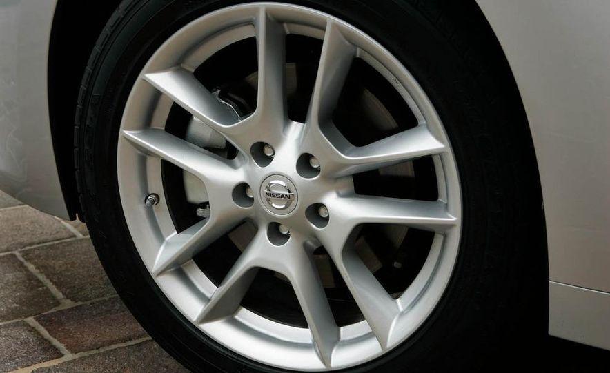 2008 Nissan Versa - Slide 18