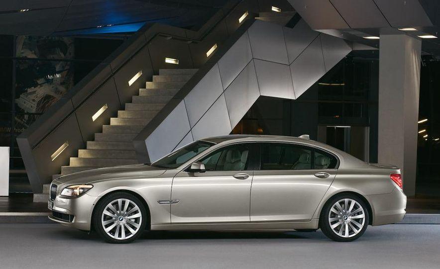 2009 BMW 7-series - Slide 38