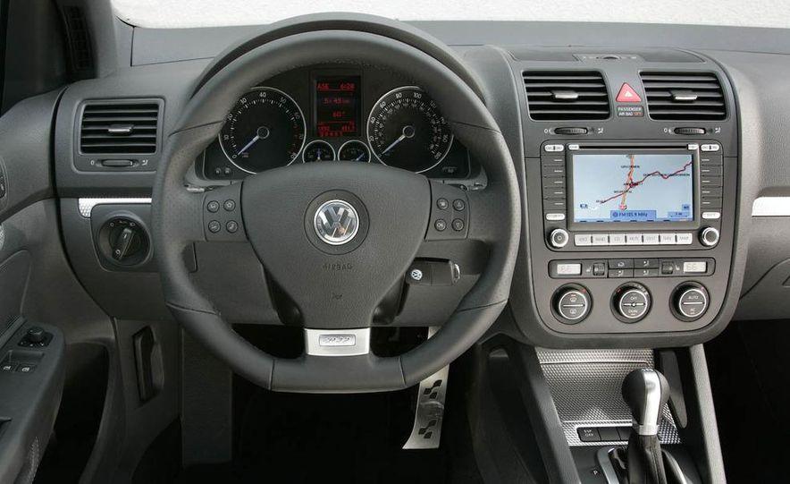 2008 Volkswagen R32 - Slide 6