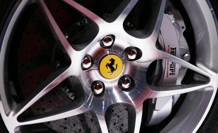 2009 Ferrari California - Slide 10