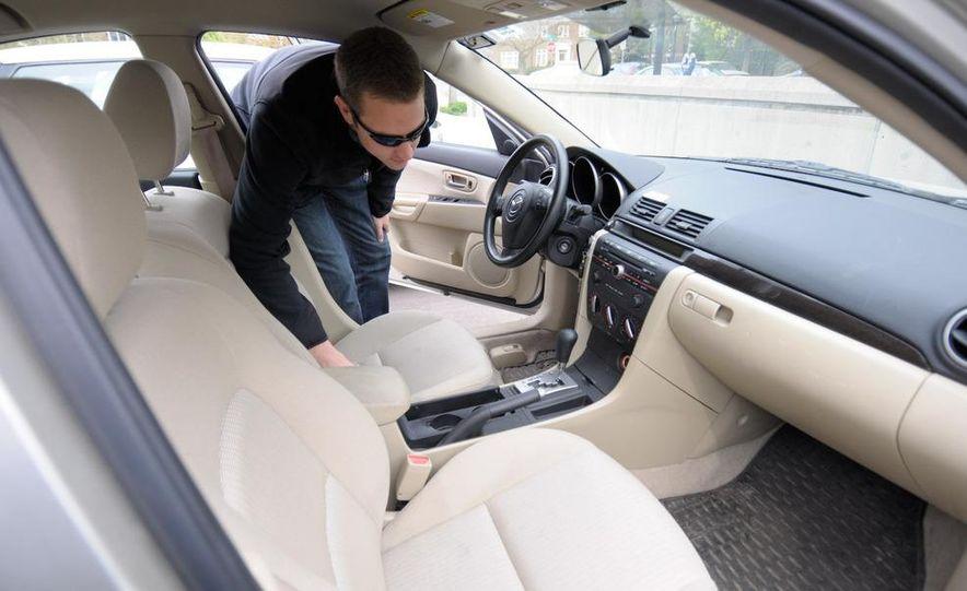 Zipcar Mazda 3 s 5-door - Slide 12
