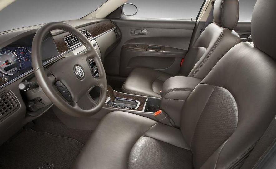 2010 Buick LaCrosse steering wheel and instrument cluster - Slide 21