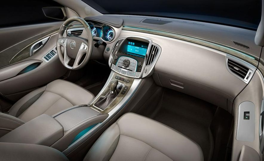 2010 Buick LaCrosse steering wheel and instrument cluster - Slide 14