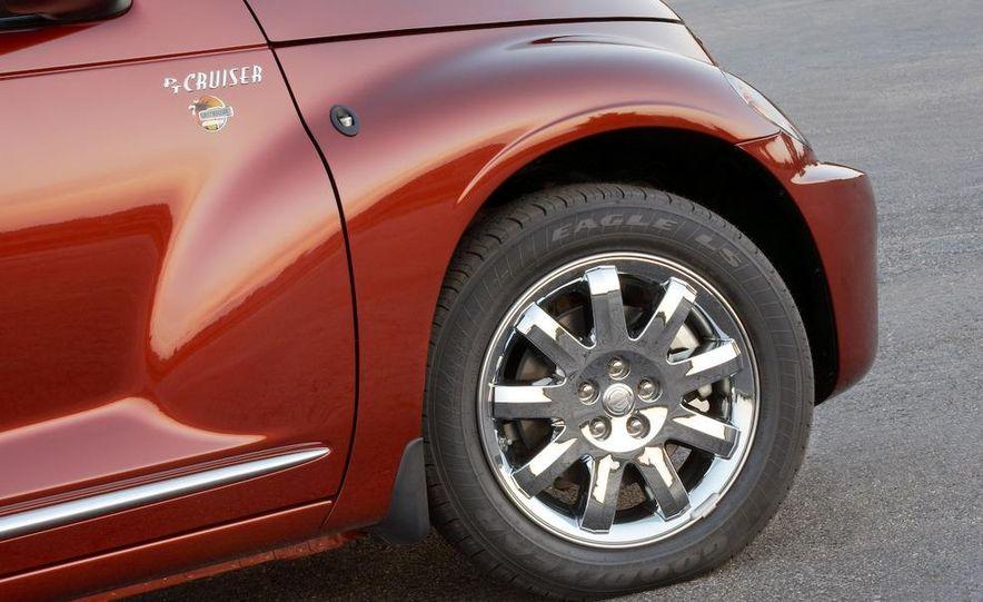 2009 Chrysler PT Dream Cruiser Series 5 - Slide 17