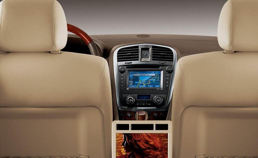 2010 Cadillac SRX - Slide 17