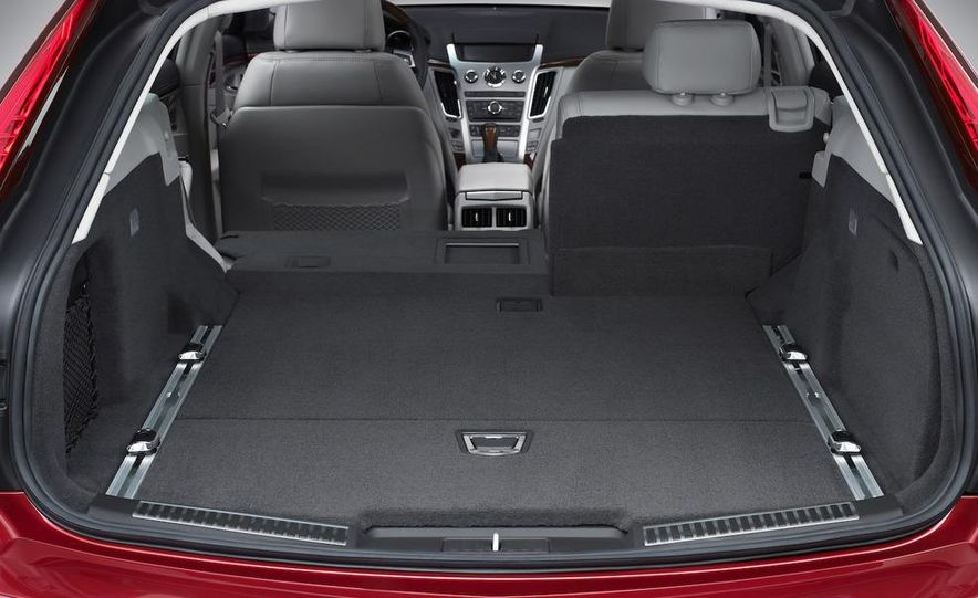 2010 Cadillac CTS Sport Wagon - Slide 20