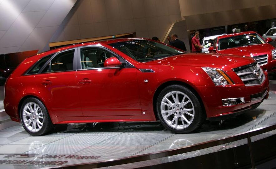 2010 Cadillac CTS Sport Wagon - Slide 4