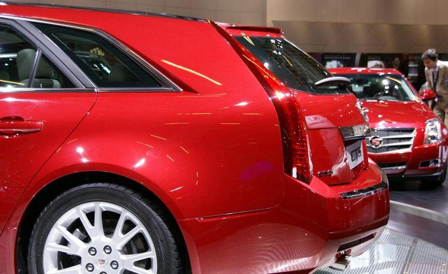 2010 Cadillac CTS Sport Wagon - Slide 11