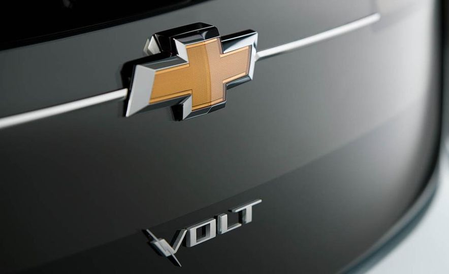 2011 Chevrolet Volt - Slide 2
