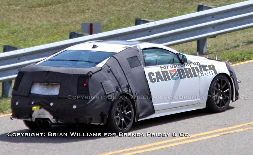 2010 Cadillac CTS-V coupe - Slide 1