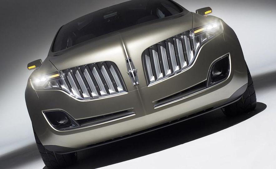2010 Lincoln MKT - Slide 11