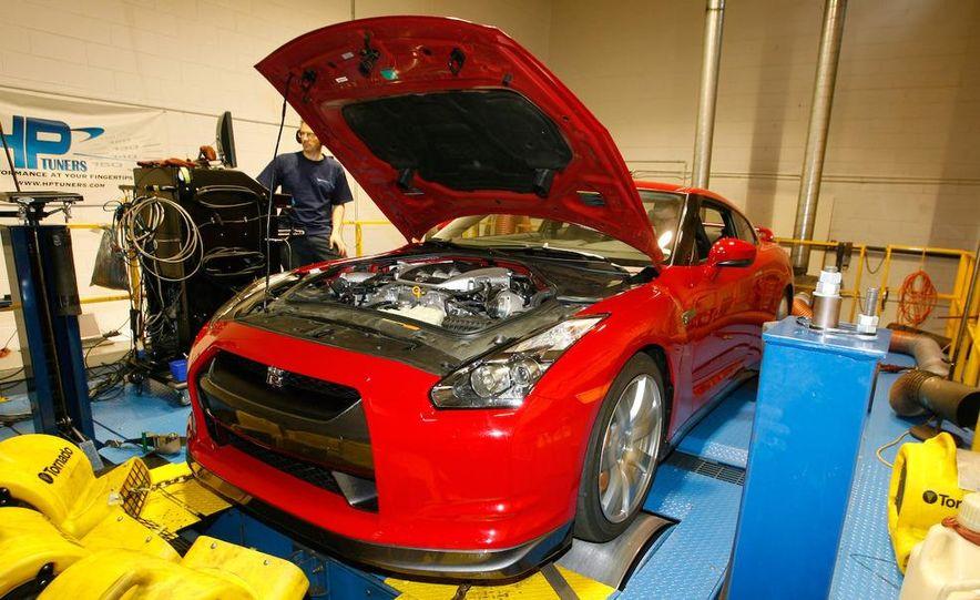 2009 Nissan GT-R wheel - Slide 13