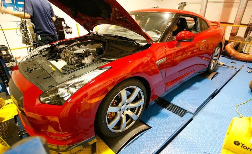 2009 Nissan GT-R wheel - Slide 18