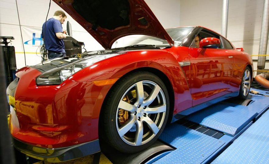 2009 Nissan GT-R wheel - Slide 19