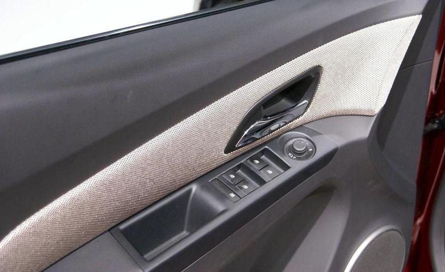 2011 Chevrolet Cruze - Slide 13