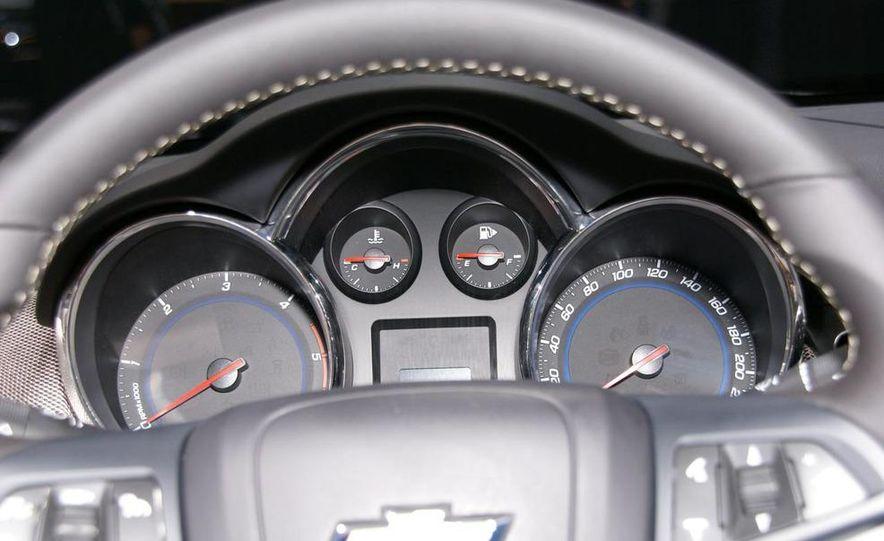 2011 Chevrolet Cruze - Slide 24