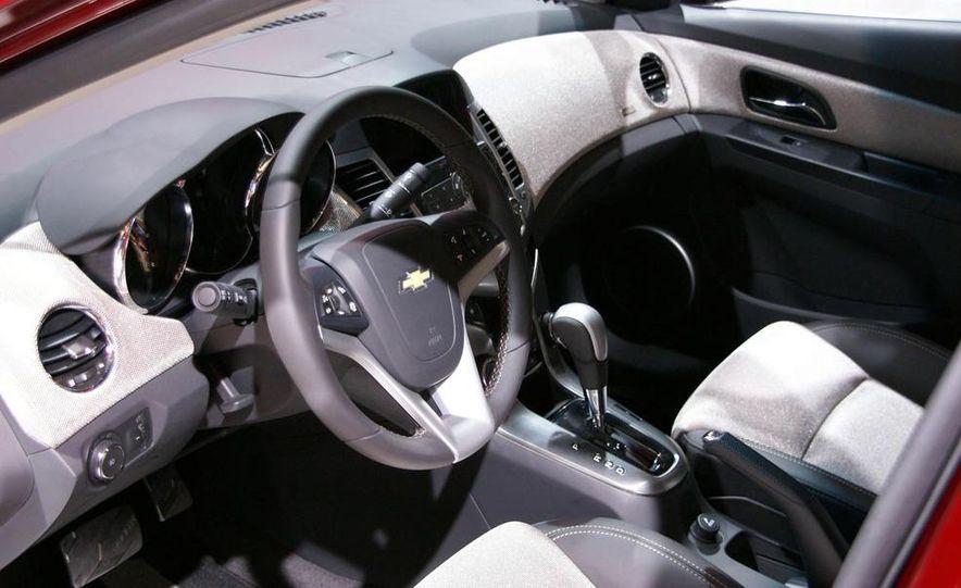 2011 Chevrolet Cruze - Slide 14