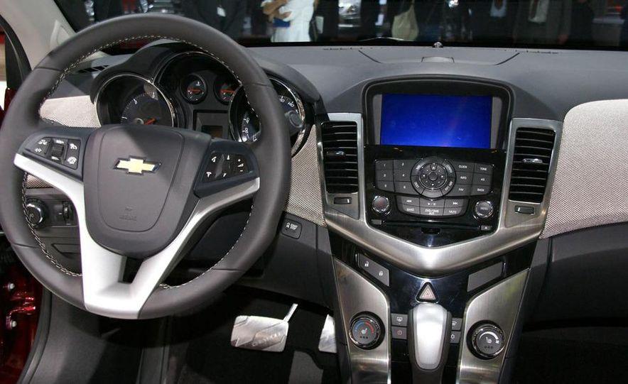 2011 Chevrolet Cruze - Slide 15