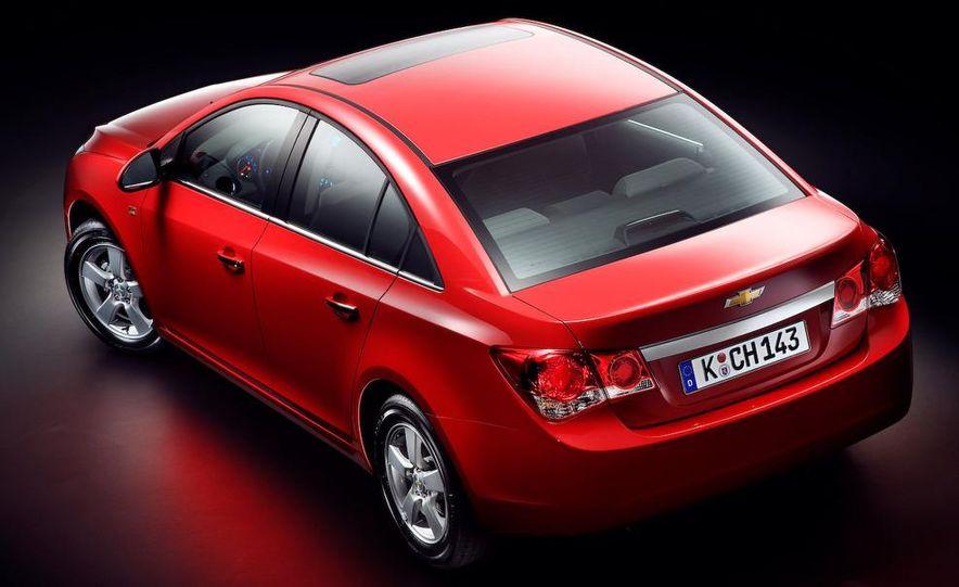 2011 Chevrolet Cruze - Slide 2