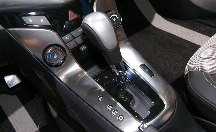 2011 Chevrolet Cruze - Slide 22