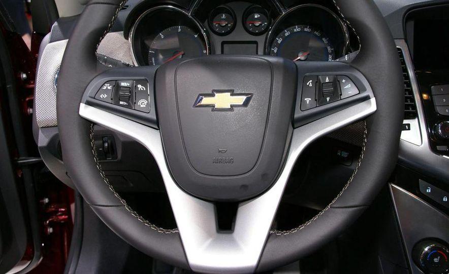 2011 Chevrolet Cruze - Slide 19
