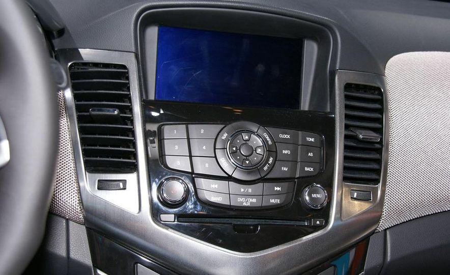 2011 Chevrolet Cruze - Slide 23