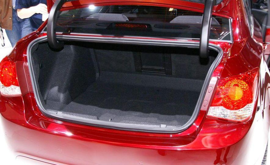 2011 Chevrolet Cruze - Slide 28