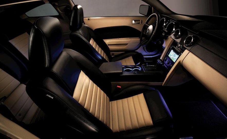2010 Ford Mustang badge - Slide 16