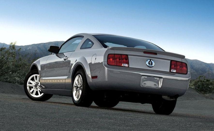 2010 Ford Mustang badge - Slide 14