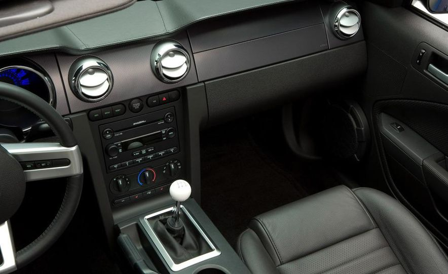 2010 Ford Mustang badge - Slide 17