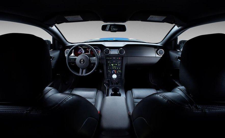 2010 Ford Mustang badge - Slide 10