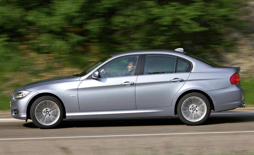 2009 BMW 3-series sedan - Slide 13