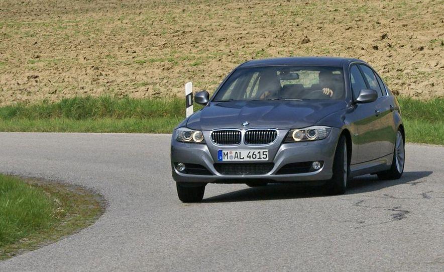 2009 BMW 3-series sedan - Slide 3