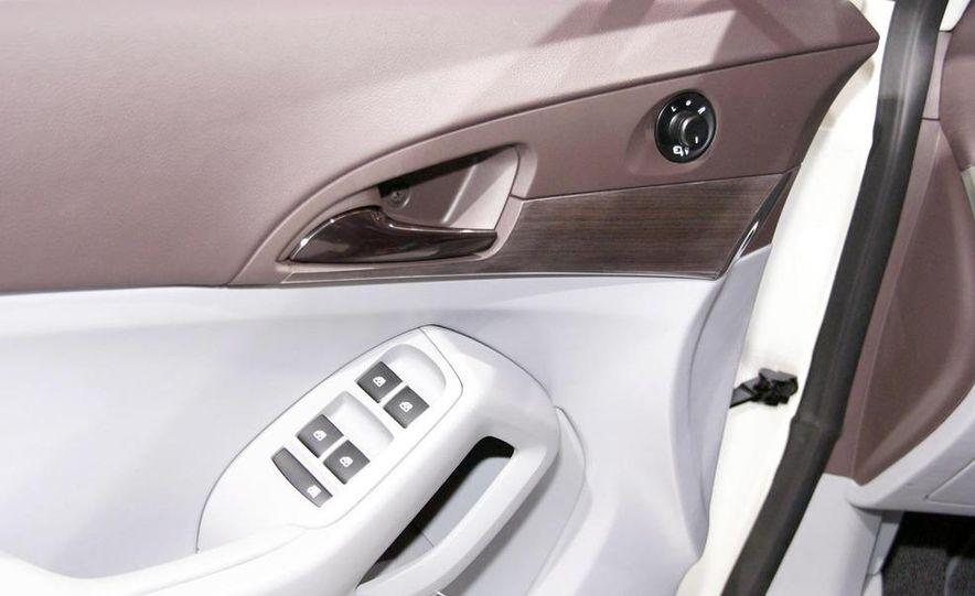 Chevrolet Orlando concept door panel - Slide 25