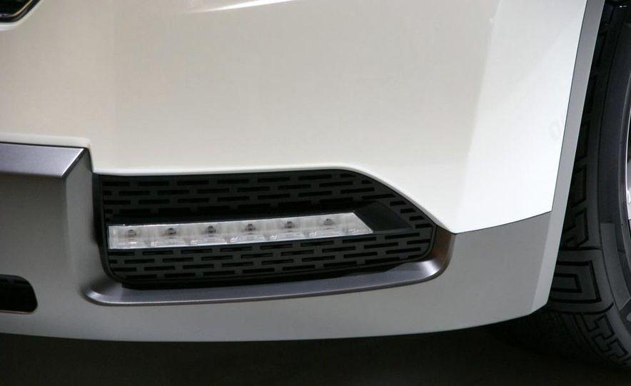 Chevrolet Orlando concept door panel - Slide 13